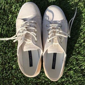 Tommy Hilfiger two tone canvas shoes